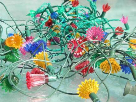 lot-old-midget-Christmas-tree-lights-fancy-plastic-flower-reflectors-Laurel-Leaf-Farm-item-no-b105333-1